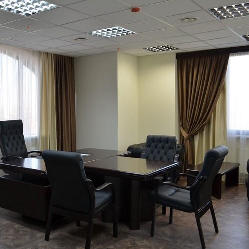 Коричневые шторы в кабинет руководителя, индивидуальный пошив в Самаре